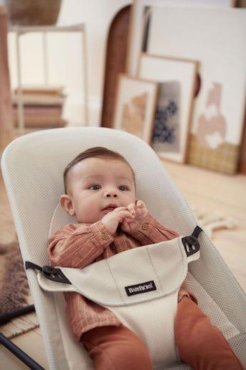 Babysitter Balance Soft Silver-Vit i luftig Mesh - BABYBJÖRN