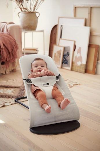 Babywippe Balance Soft Silber/Weiss Mesh- BABYBJÖRN