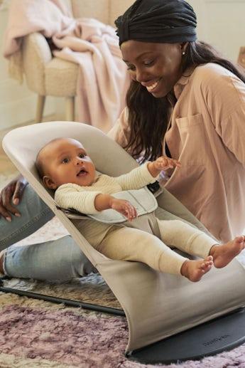 Babysitter Balance Soft i supermjuk Beige/Grå Cotton Jersey - BABYBJÖRN