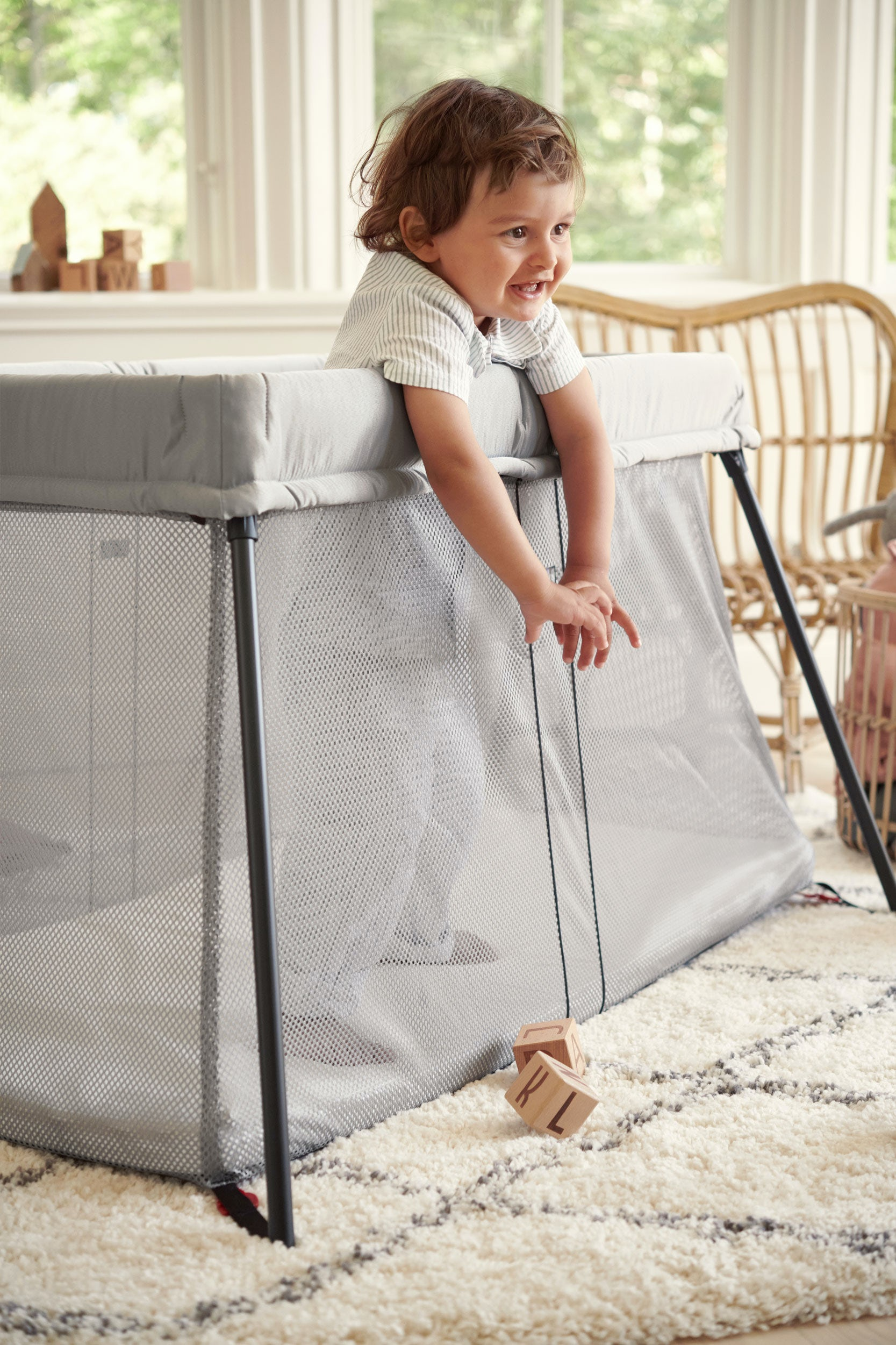 Handy Travel Cot In A Classic Design Babybjorn