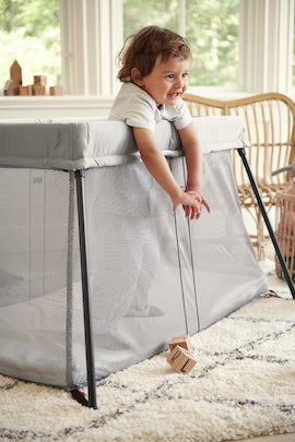 Travel Crib Light in Silver airy and soft mesh - BABYBJÖRN