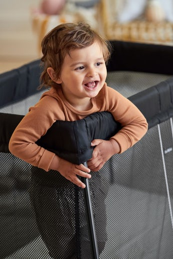 Travel Cot Light Black in soft and airy mesh - BABYBJÖRN