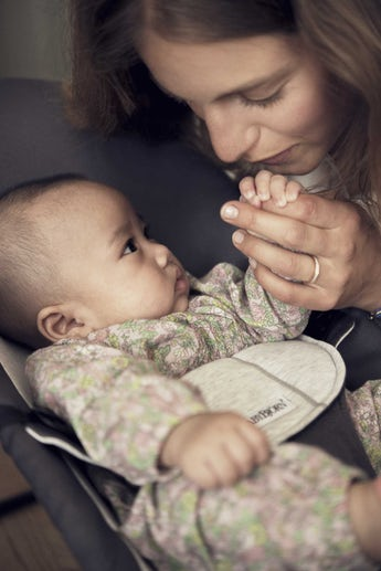 Babysitter Balance Soft Mörkgrå Grå Cotton Jersey - BABYBJÖRN