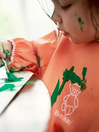 Barnförkläde i Orange - BABYBJÖRN