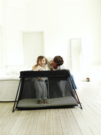 travel_crib_light_black_mesh
