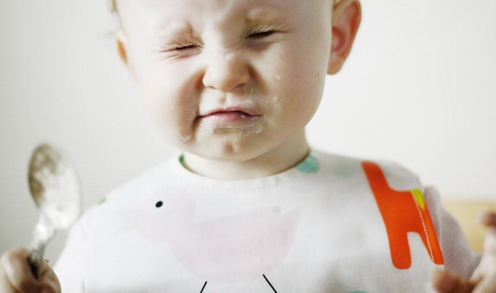 BABYBJÖRN Föräldramagasin - bebis äter mat