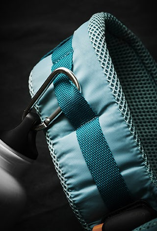 babybjorn-bc_one-outdoors-turqouise-strap2-320x470