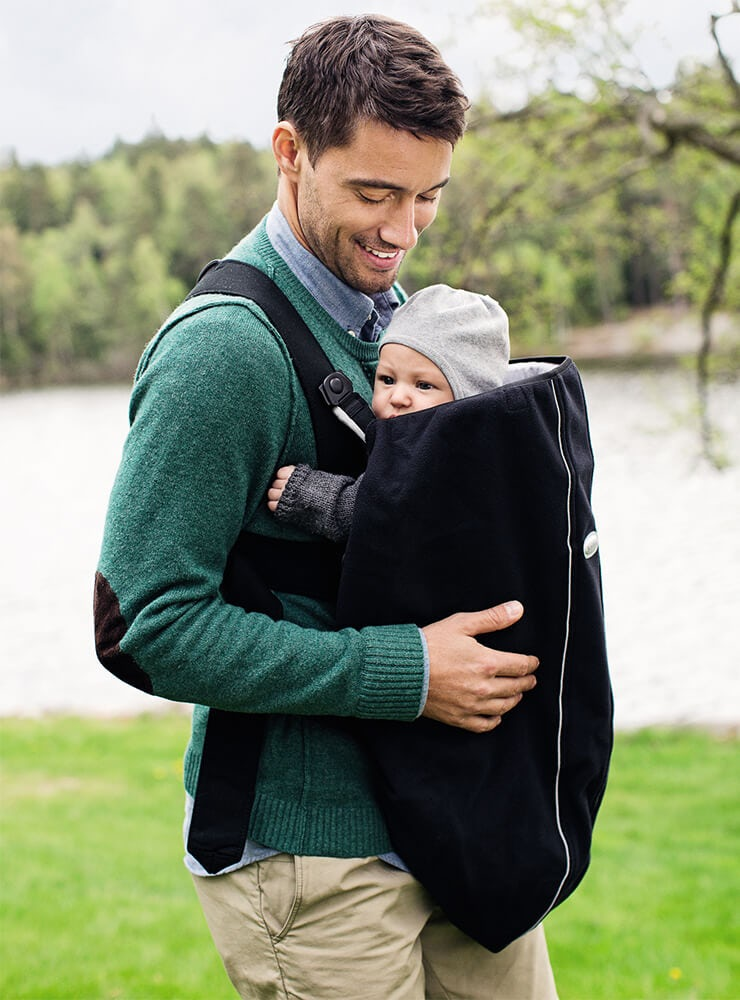 keep-you-baby-warm-with-cover-for-baby-carrier-from-babybjorn