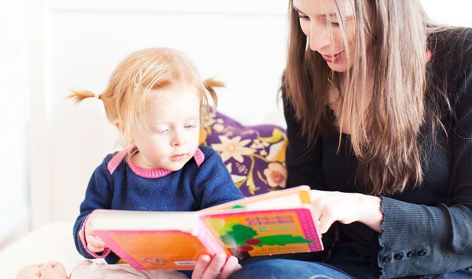 BABYBJÖRN Magazine – Reading children's books together.