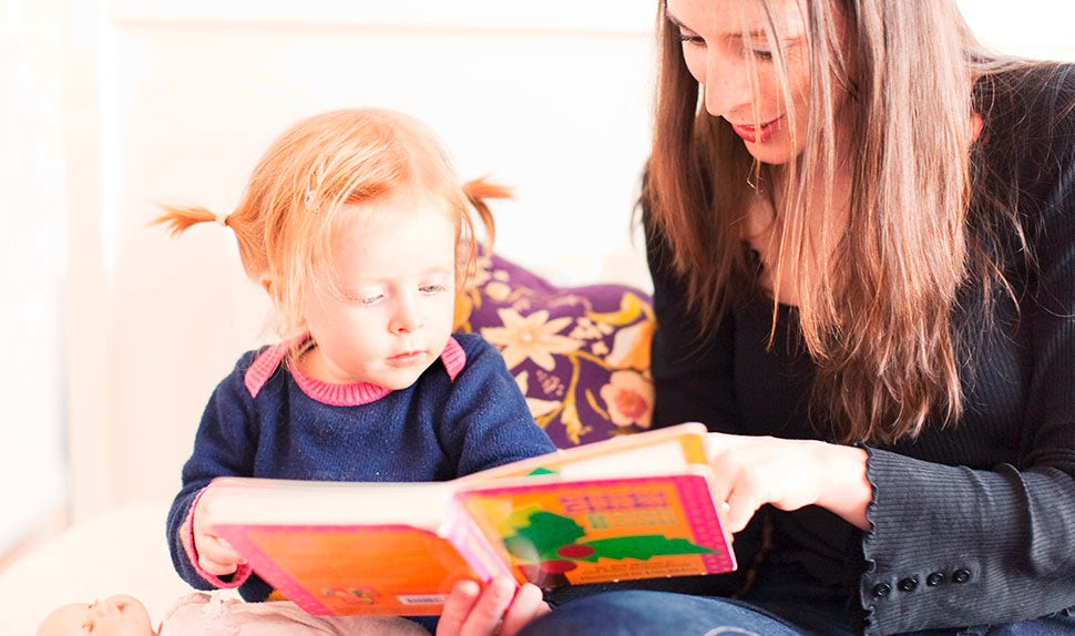 BABYBJÖRN Magazine – Reading children's books together.