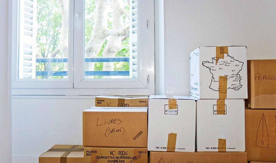 BABYBJÖRN Magazine – Moving boxes packed and ready for moving abroad with children.