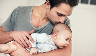 BABYBJÖRN Magazine – A baby develops their neck muscles.