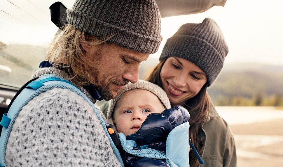Magazine BABYBJÖRN – Anna et Jacob donnent des conseils d'activités en montagne avec les enfants.