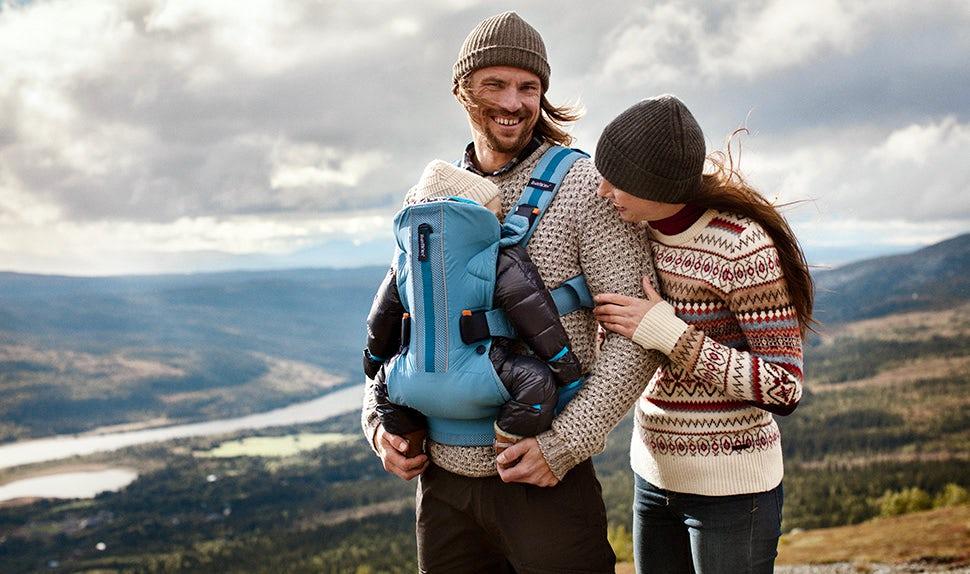 BABYBJÖRN Magazin – Outdooraktivitäten: Anna, Jacob und ihre Tochter Edith genießen die Natur und Outdoor-Aktivitäten in den Bergen bei Åre.