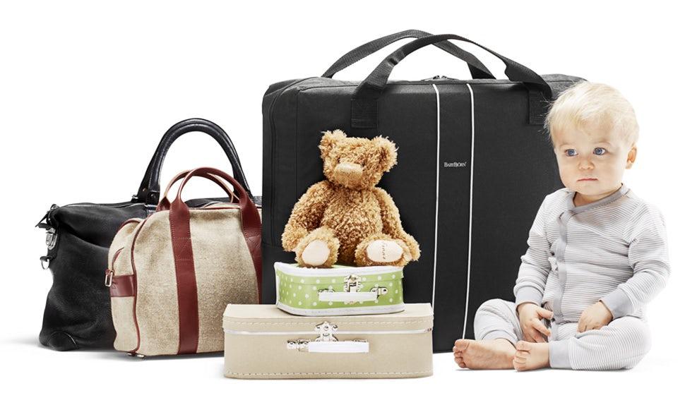BABYBJÖRN Föräldramagasin – Många saker att packa på en resa med barn.