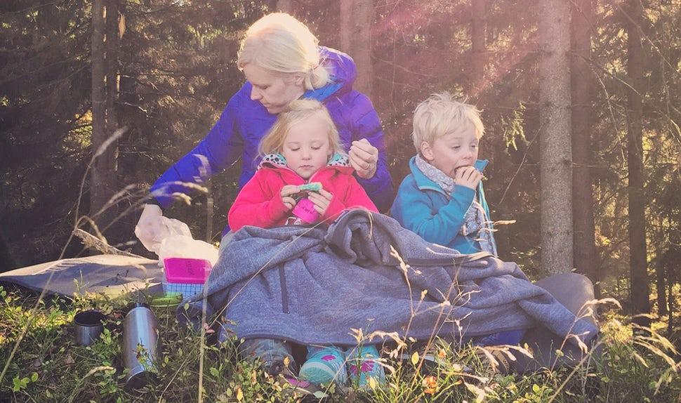 BABYBJÖRN Magazin – Joacim und Karolina Winqvist verbringen ihre Freizeit mit Kochen und Ausflügen in den Wald. Ihr Blog Matkoma soll Familien mit Kindern dazu anregen, ein einfaches und gutes Alltagsessen zuzubereiten.