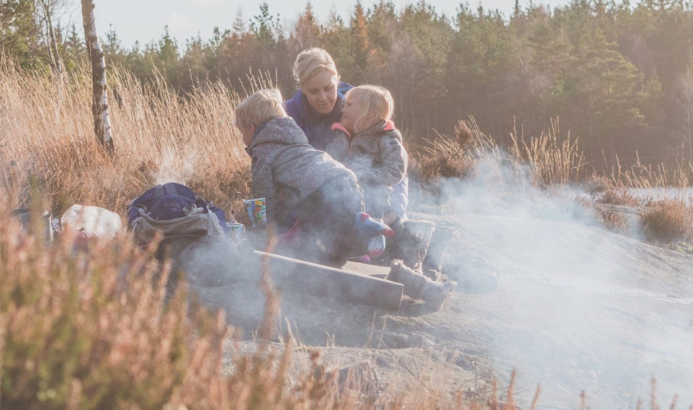 BABYBJÖRN Magazine – Joacim and Karolina Winqvist are parents of twins from Sweden's west coast, who enjoy food, baking and trips to the forest in their spare time.