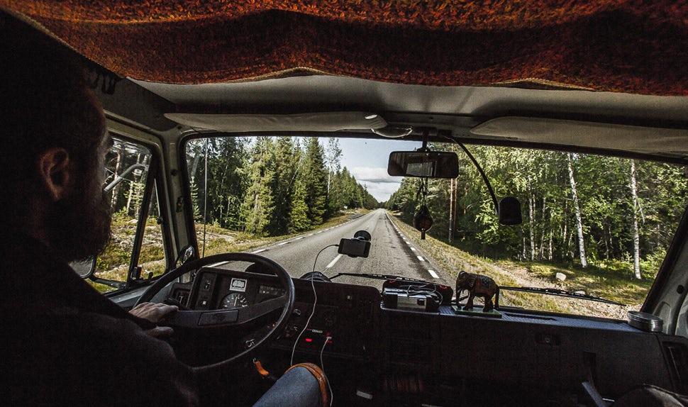 BABYBJÖRN Magazin – Papa Christian fährt den Campervan.