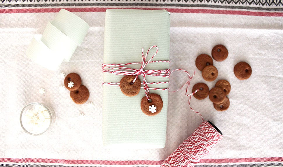 BABYBJÖRN Magazine – gingerbread biscuit decorations to make for the holidays