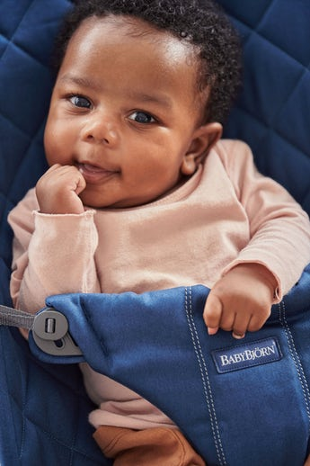 Babywippe Bliss in Mitternachtsblau Cotton - BABYBJÖRN