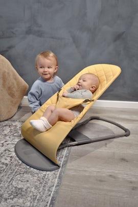 Babysitter Bliss i Ljusgul Cotton - BABYBJÖRN