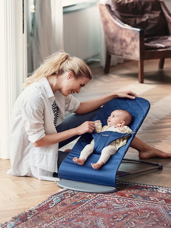 Babysitter Bliss i Midnattsblå Cotton - BABYBJÖRN