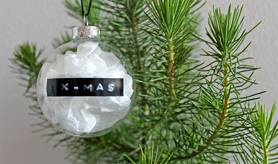 BABYBJÖRN Magazine – Crafts with kids: Christmas tree baubles
