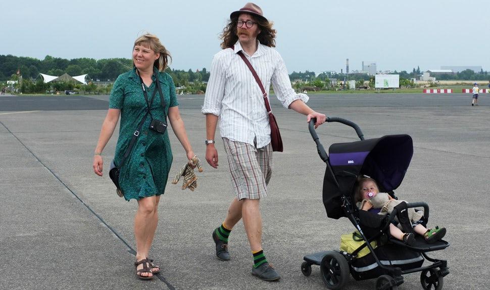 Revista BABYBJÖRN – Madre de niños pequeños y autora de este artículo, Maria Hellbjörn viaja con su familia.