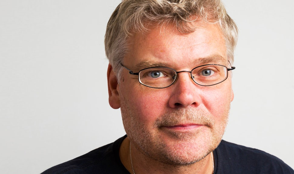 BABYBJÖRN Föräldramagasin – Mats Berggren är en av de mest erfarna pappautbildarna och expert inom jämställt föräldraskap både i Sverige och internationellt.