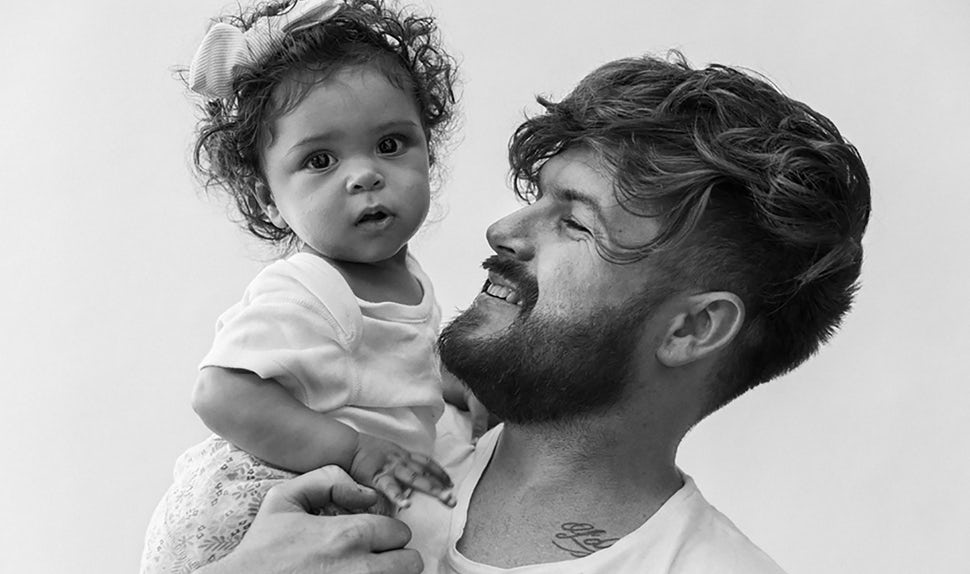 BABYBJÖRN Magazine – Dadstories: dad Joshua recalls the birth of his daughter.