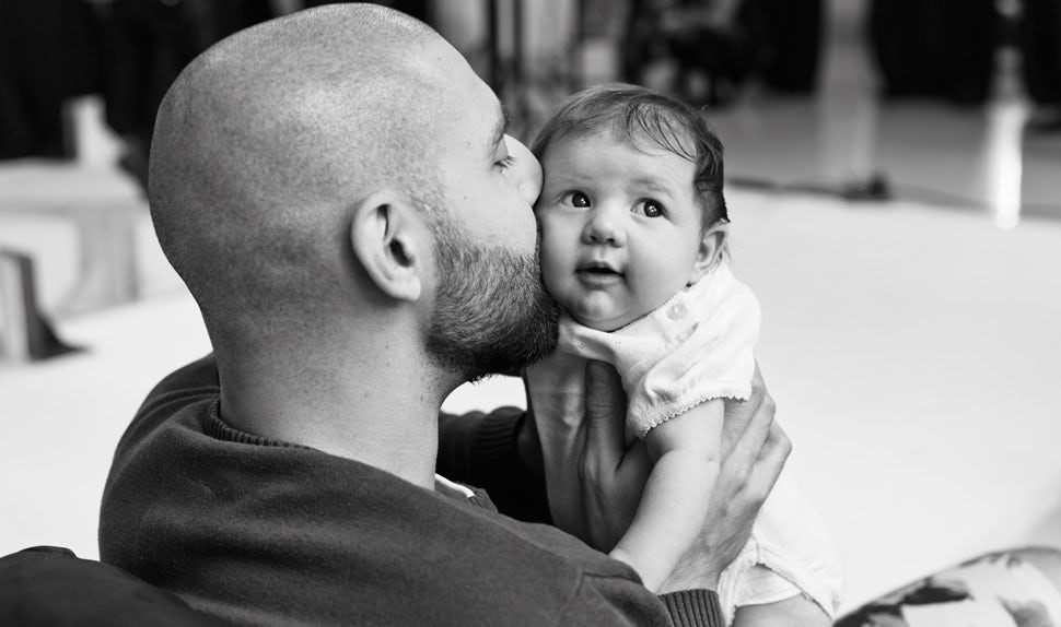 BABYBJÖRN Magazine – Becoming a dad - what to expect: dad Pierre admits how inadequate he felt as a new dad.