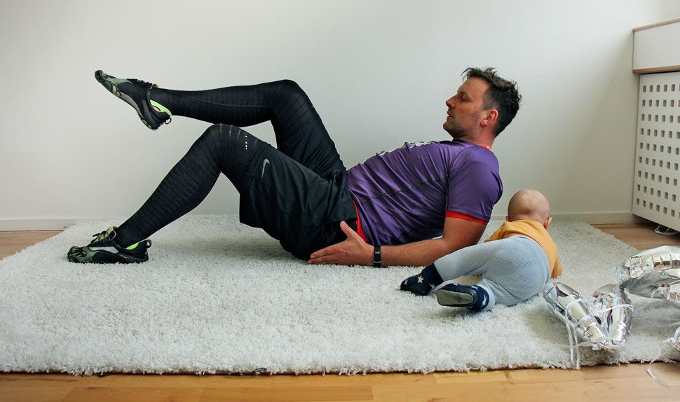 BABYBJÖRN Magazine – René Rodig shows us an exercise that improves your blood circulation after giving birth.