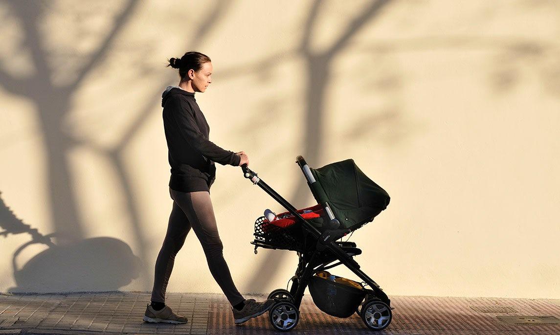 BABYBJÖRN Föräldramagasin – Promenera är bra träning efter kejsarsnitt och går bra att kombinera med livet som nybliven förälder.