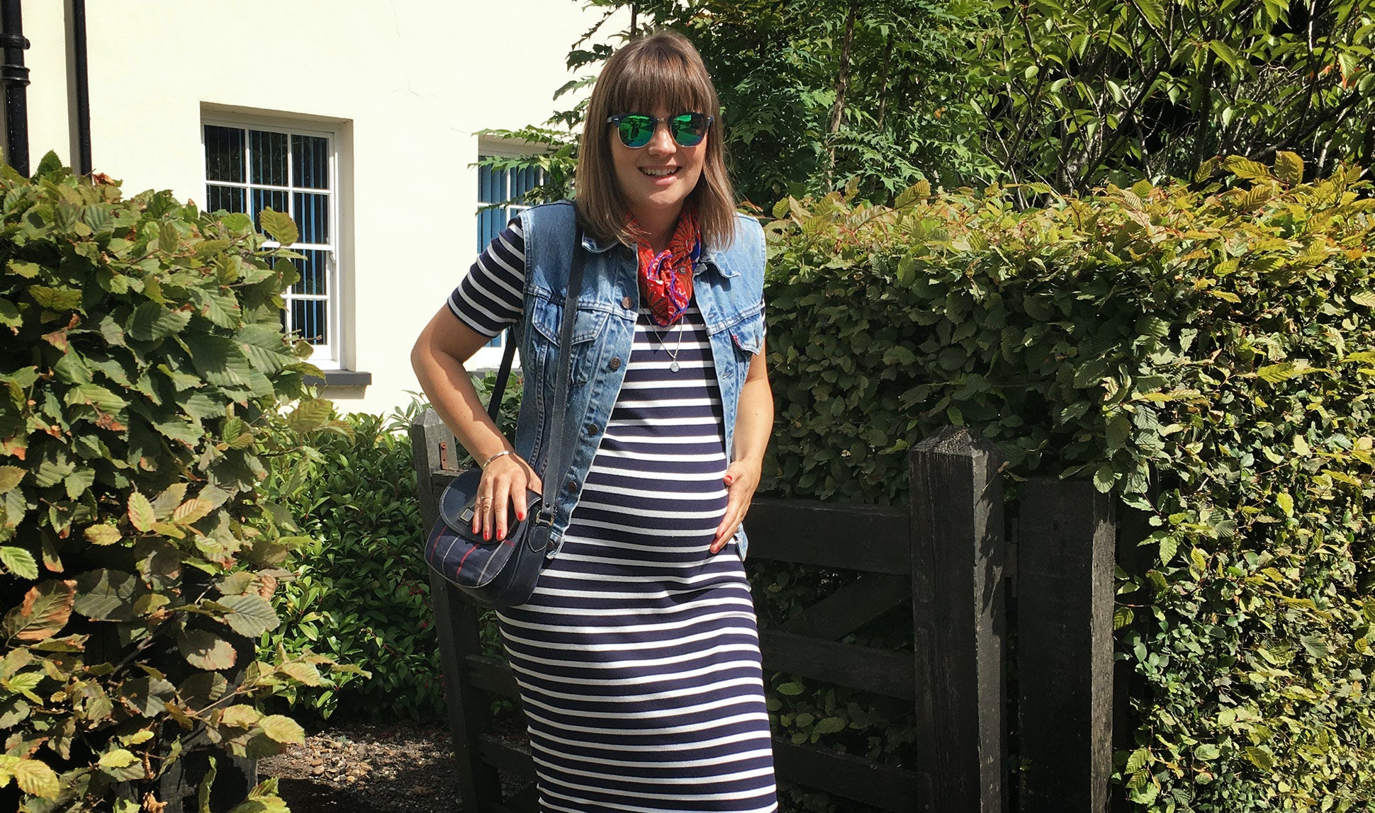 BABYBJÖRN Föräldramagasin – Bloggaren och mamman Nicola Friend, gravid med sitt första barn.
