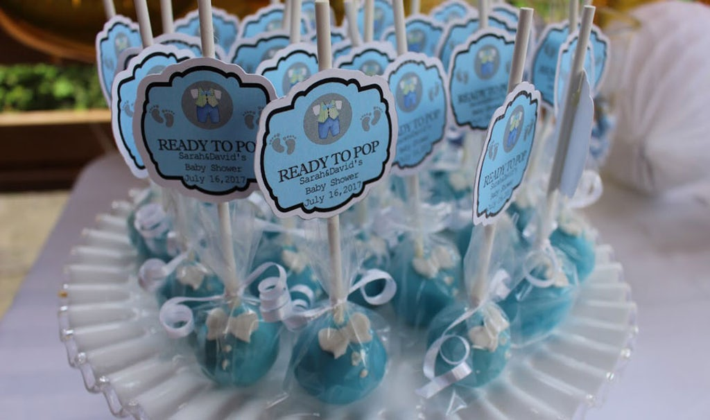 Revista BABYBJÖRN – Recordatorios del baby shower: cake pops para los invitados