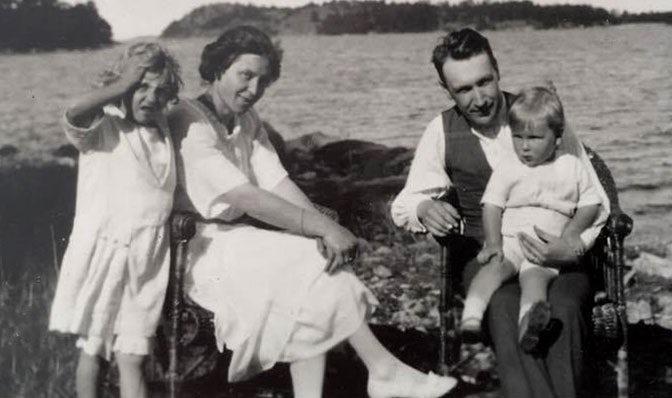 BABYBJÖRN Revista – Retrato de familia de 1921 con Elsa, Hilding, Björn y Solveig.