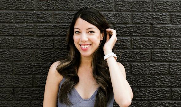 BABYBJÖRN Föräldramagasin – Porträttbild av matbloggaren Sarah Jade från Tastes by Jade