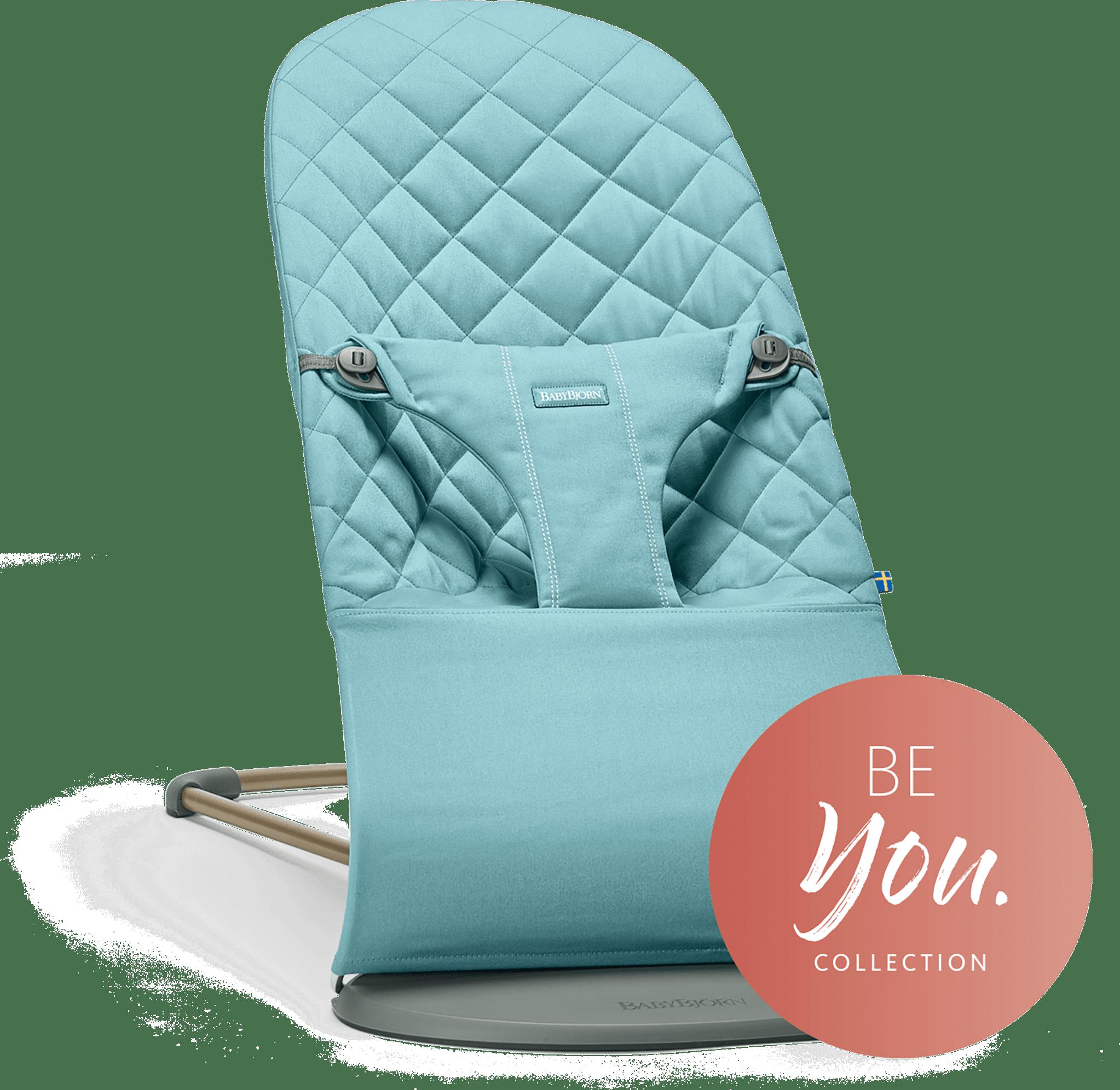BABYBJÖRN Babysitter Bliss i vintageturkos cotton, en ergonomisk babysitter med naturlig gungning och mjuk design.