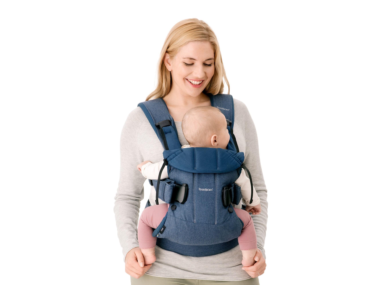 La Mochila Porta Bebé One BABYBJÖRN es ergonómica y tiene un asiento ancho y regulable.