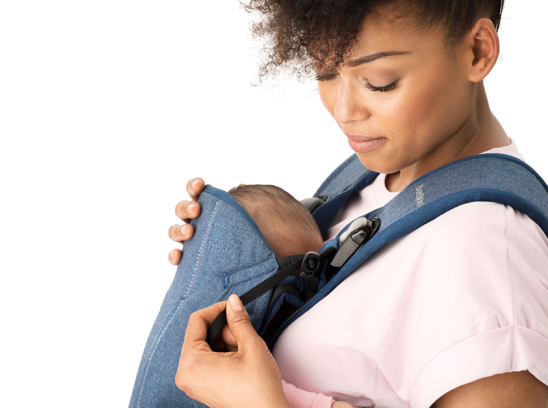 Con la Mochila Porta Bebé One BABYBJÖRN el recién nacido recibirá el apoyo correcto para su cabeza.