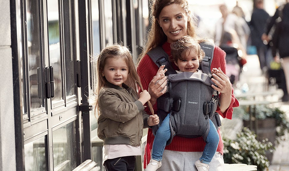 Facing-in babywearing with BABYBJÖRN Baby Carrier One in cotton.