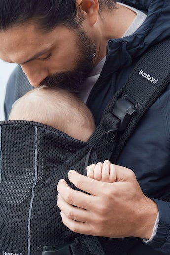 Baby Carrier One Air in Black Mesh - BABYBJÖRN