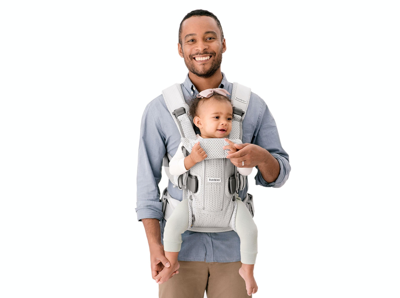 Puedes elegir entre llevar a tu bebé hacia adentro, hacia afuera o a la espalda.
