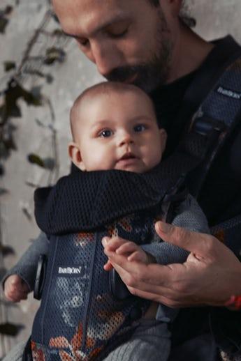 Babytrage One Air Schwarz Mitternachtsblumen 3D Mesh - BABYBJÖRN