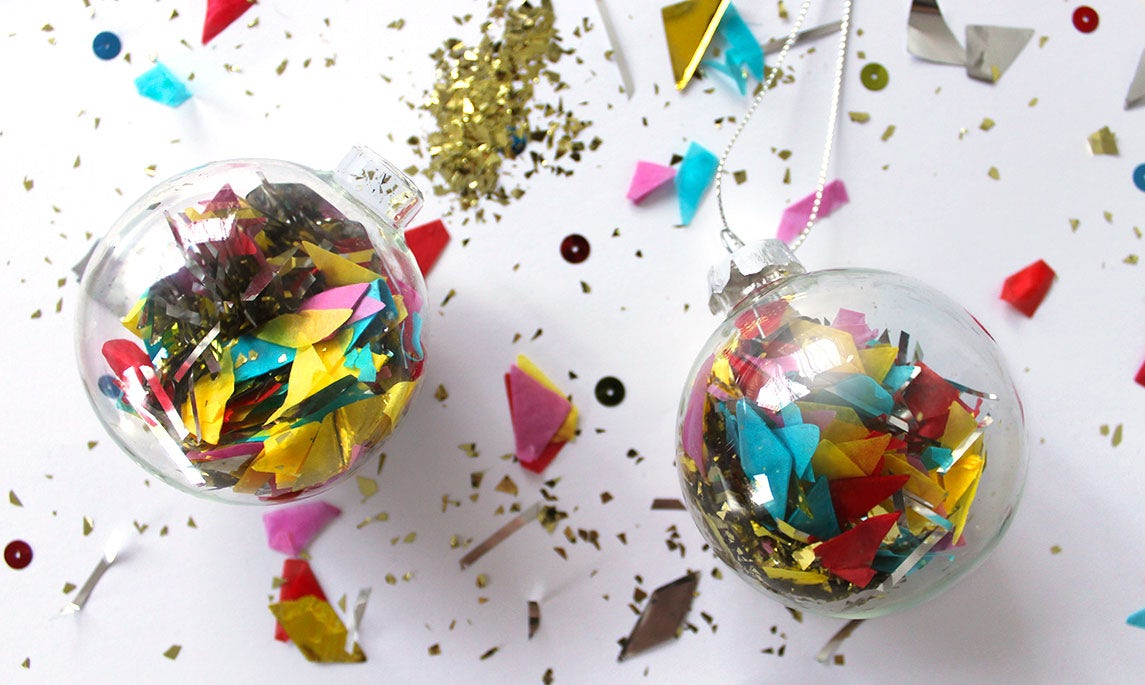 BABYBJÖRN Magazine – Christmas inspiration: Christmas tree baubles filled with confetti and glitter.