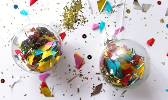 BABYBJÖRN Föräldramagasin – Julgranskulor fyllda med konfetti och glitter som julinspiration.