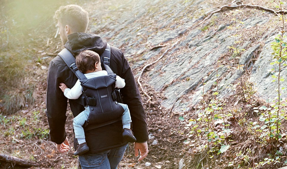 Babywearing guide – safety when carrying your child on your back in a baby carrier | BABYBJÖRN
