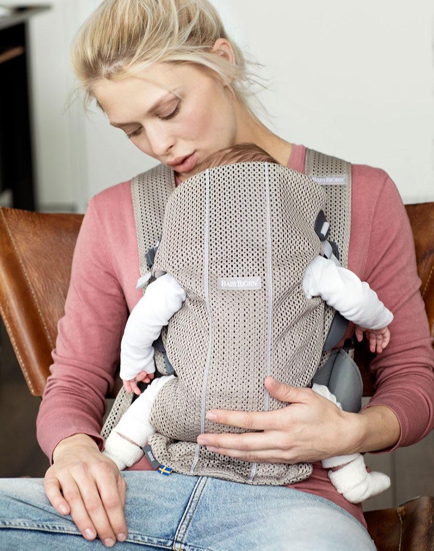 Grâce à ce porte-bébé de petite taille et pratique, votre bébé est toujours  près de vous. 9f351b24c8e