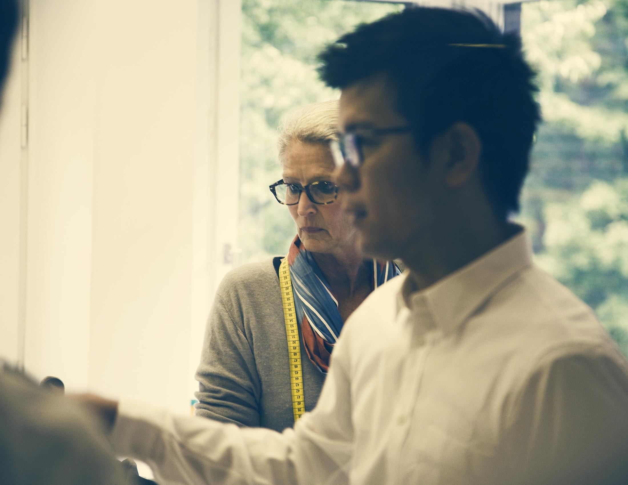 Bild von unserer Textildesignerin Lisen und unserem japanischen Geschäftsführer Makoto | BABYBJÖRN