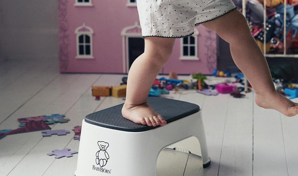 step-stool-snow-white-babybjorn